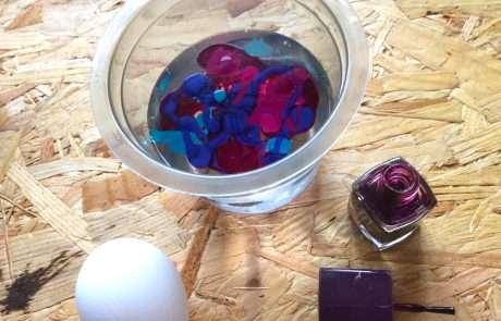 nail varnish marbled easter eggs